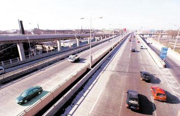 通式立交桥———大沽南路立交桥今天上午基本完工,目前仅剩70米