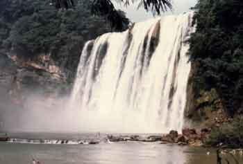 黄果树瀑布是亚洲最大的瀑布,位于贵州省镇宁布依族苗族县高清图片