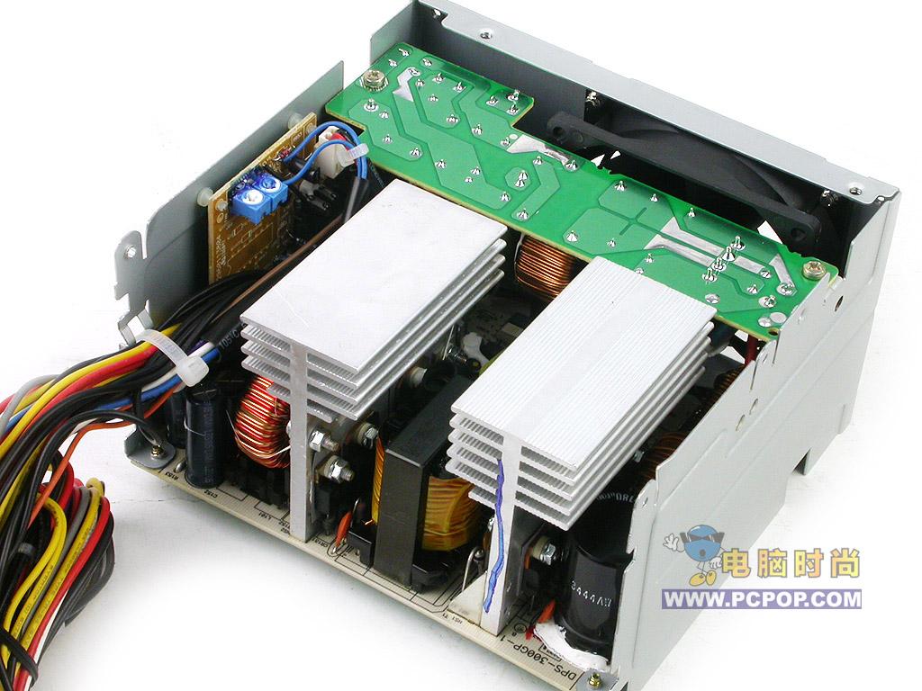 第13页:台达DPS300 528元 绿色环保电源,不以功率取胜 台达是我国台湾省的知名电源制造商之一,其产品以实用、稳定闻名。台达DPS-300GB电源是一款环保电源,其包装以及内部结构都非常有特色,让我们一起来看看。  外观 从外包装并不能看出这款电源有多厉害,但拿在手中手感不错。我从这款电源的铭牌上可以看到,这款电源的功率并不高,仅为290W。  台达DPS-300GB电源的外包装  台达DPS-300GB电源的整体外观  台达DPS-300GB电源的的铭牌  内部 这款电源内部结构比较紧凑,各种