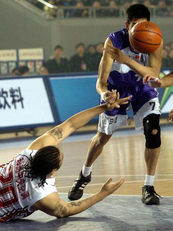 [体育](6)篮球?D?DCBA:上海击败山东