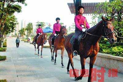 广东东莞建女子骑警队 队员不仅漂亮还胆大(图)