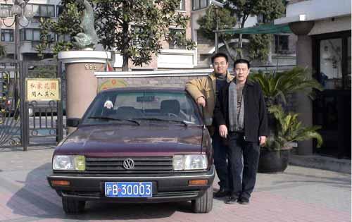 上海大众二厂的一位普通的一线员工,1974年进上海汽车厂.她高清图片