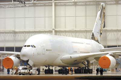 此外,a380是首个百公里油耗低于3升的远程飞机,这一数字与一辆经济