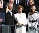 美国总统布什宣誓就职