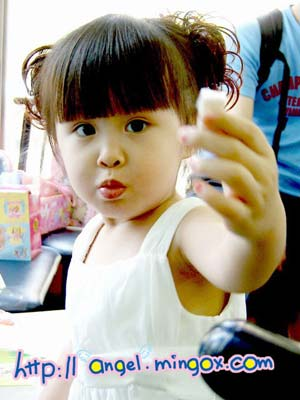三岁可爱女孩图片
