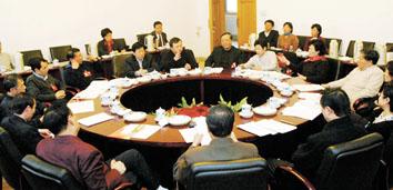 市政府和'两院'现场解答代表委员提出问题