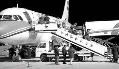 获释中国人平安到家 家属称不再让家人出国(图)