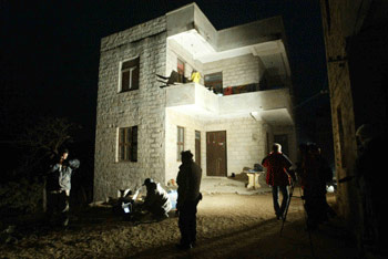 我八名获释同胞27日凌晨陆续回到平潭家中(图)