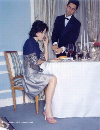 组图:王菲为杂志拍摄时尚照片 自认活泼可爱