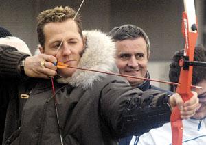 奥运冠军与法拉利联欢 舒马赫射箭展示天赋(图)