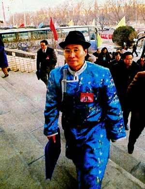 图文:政协委员们精神抖擞步入会场