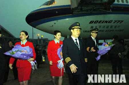 图文:祖国大陆民航客机56年来首次赴台(2)