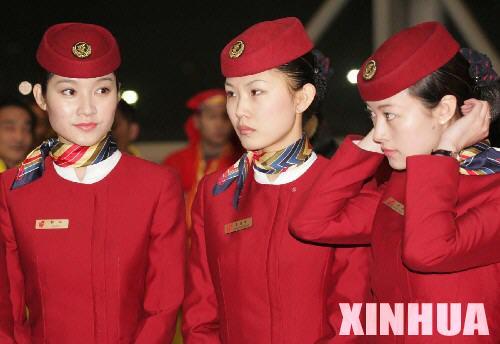 图文:祖国大陆民航客机56年来首次赴台(3)