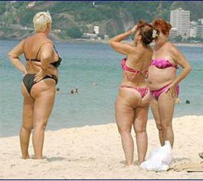 身穿比基尼的肥胖女人