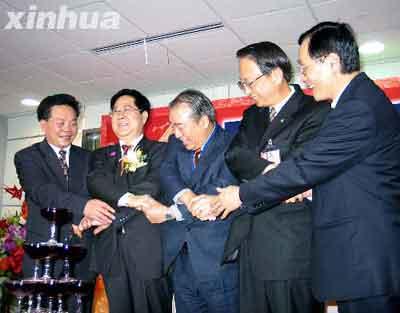 2005台商春节包机首日所有航班圆满完成(图)
