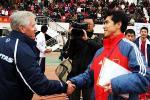 图文:中国3-0澳大利亚 瑟曼尼祝贺王海鸣