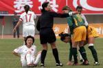 图文:中国3-0澳大利亚 任立萍屡屡受伤