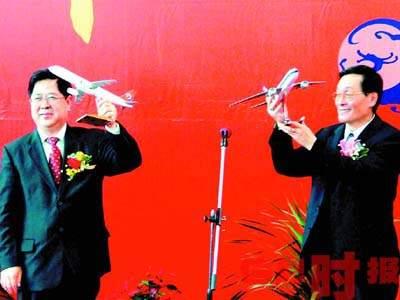 台北直飞广州首航抵达 空姐个个如选美冠军(图)