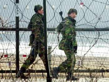 """韩国发表04年国防白皮书 不再称朝鲜为""""主敌"""""""