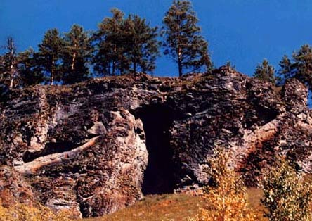 图文:枯林山岩壁天然洞穴--仙人洞