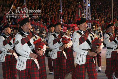 中国苏格兰风笛乐队_香港警察乐队身着苏格兰外衣演奏风笛.