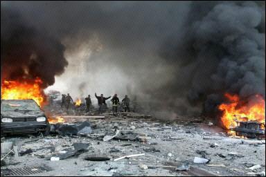 现场图片:爆炸袭击后熊熊燃烧的汽车