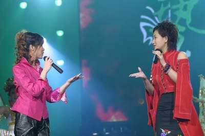 图文:日本平井莉莎和中国丹露京剧联唱
