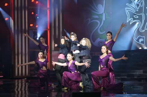 图文:2005年复赛选手―多国选手演唱