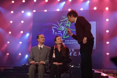 图文:2005年复赛选手―多国选手表演小品