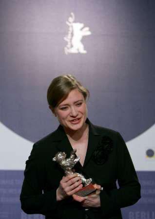 图:最佳女主角朱丽娅-耶特斯发表感言