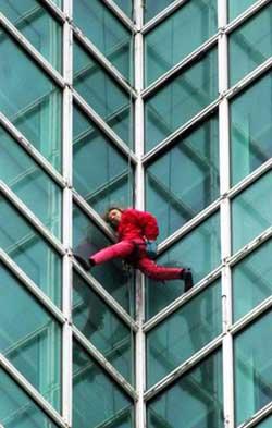 """爬遍全球高楼的""""蜘蛛人""""[图]"""