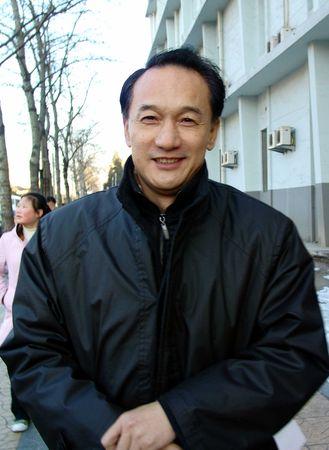 图文:副主席谢亚龙患感冒 谢亚龙在体育医院