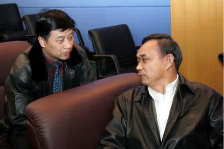图文:中超委员会第二次会议 张曙光与郎效农