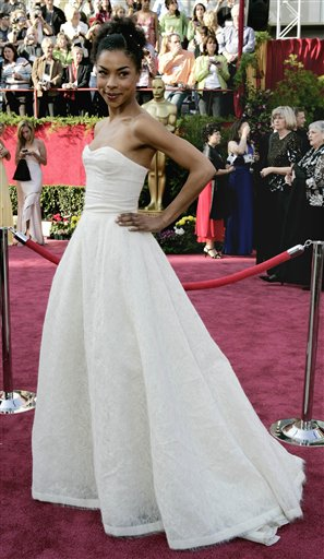 图文:女星索菲-奥克妮多白色公主裙亮相