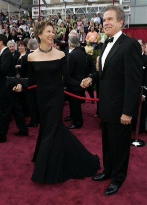 图文:女星安妮特-贝宁与丈夫亮相红地毯