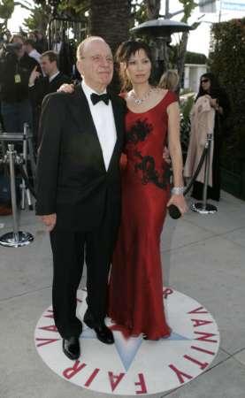 图文:Rupert Murdoch与妻子亮相红地毯