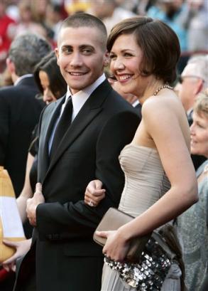 图文:男演员Jake Gyllenhaal与姐姐亮相