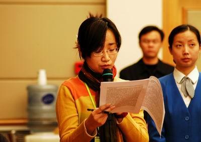 北京青年报记者提问(图)