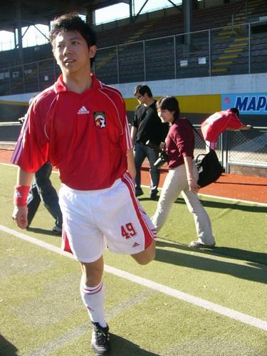 图文:中国明星足球队米兰比赛-海泉热身