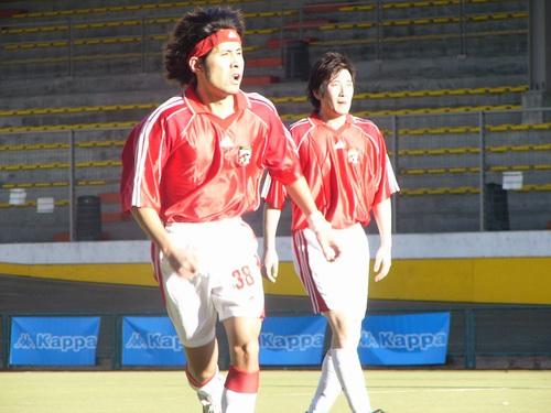 图文:中国明星足球队米兰比赛(黄征-快跑)