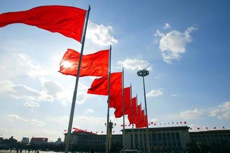 2005年3月2日,天安门广场上红旗飘飘,明天中国人民政治协商第十届三次