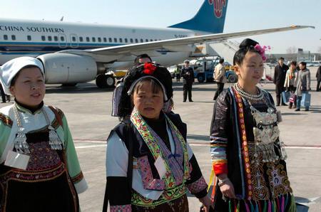 图文:西藏代表团抵京(1)