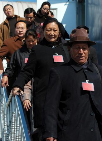 图文:西藏代表团抵京(2)