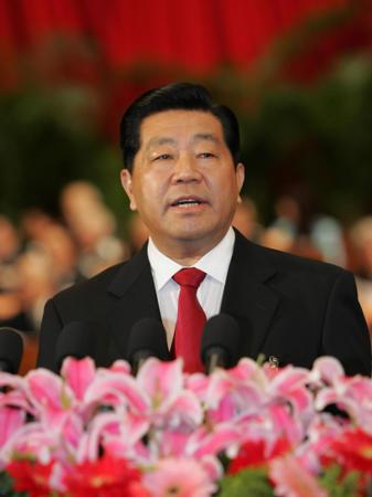 图文:贾庆林作政协全国委员会常务委员会报告