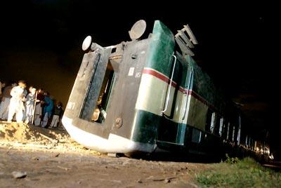 巴基斯坦一列车出轨 6人死亡40余人受伤(组图)