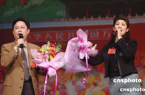 图:湖北省代表与台湾省代表同唱一首歌