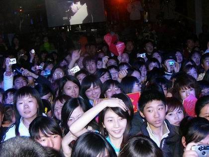 组图:林俊杰北京预售新专辑 大力呼吁反盗版