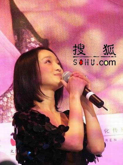 组图:周迅发布新专辑《偶遇》 现场感动流泪
