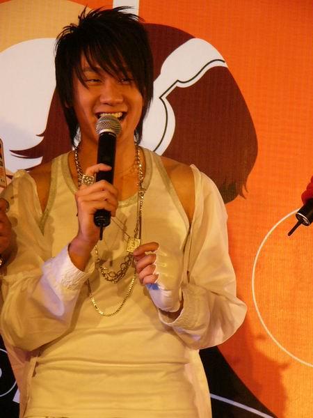 视频:MusicRadio排行榜发布会 专访龙宽九段
