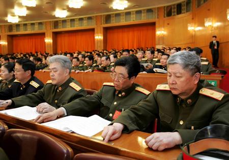 图文:代表们在表决